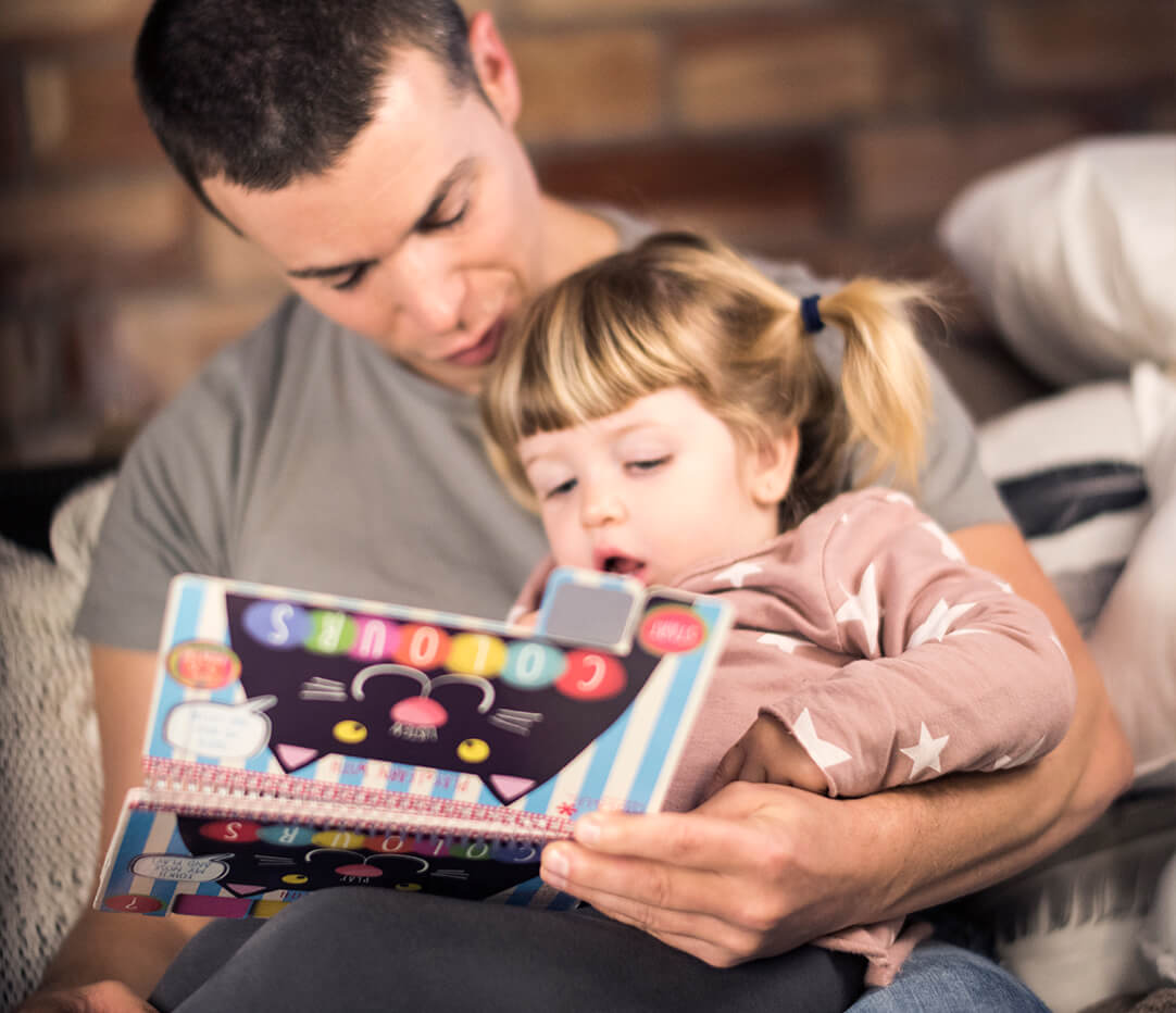 Read the Kids&Us Play&Learn with Colours book